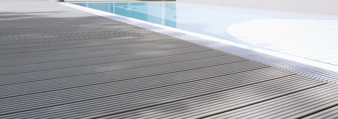 Schwimmbecken und WPC Dielen